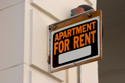 sign outside that says apartment for rent
